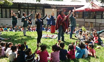 Tías y niños del Jardín Infantil Ayin Antu realizan Ceremonia del Árbol
