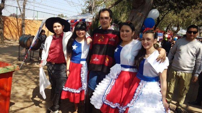 Alcalde y alumnos de la CORESAM celebran Fiestas Patrias