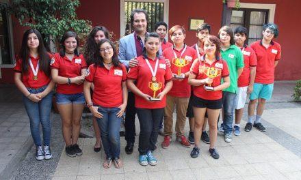Alcalde felicita y se reúne con jóvenes conchalinos del Equipo de Robótica FÉNIX